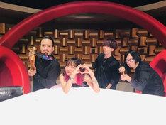 LiSAとバンドメンバー。