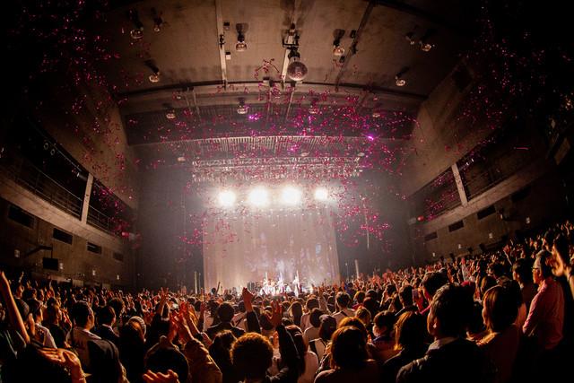 CHAI「CHAIいく!CHAIくる!トゥアートゥアートゥアー」東京・Zepp Tokyo公演の様子。(撮影:中磯ヨシオ)