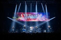UVERworld「UVERworld ARENA TOUR 2018 TAKUYA∞生誕祭・女祭り」の様子。(撮影:鳥居洋介)