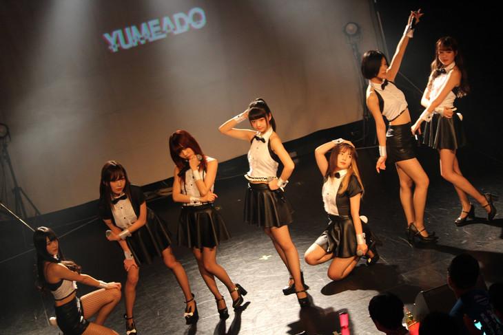 本日12月30日の兵庫・Harbor Studio公演の様子。(写真提供:ソニー・ミュージックアソシエイテッドレコーズ)