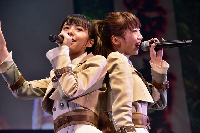 左からNGT48の本間日陽、荻野由佳。