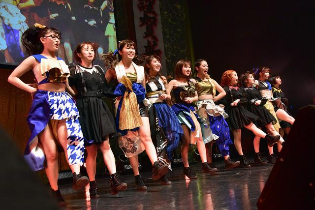 大阪☆春夏秋冬とフィロソフィーのダンスによるコラボレーションの様子。