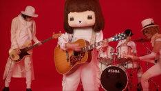 「あっちゅーまやねん 人生」ミュージックビデオのワンシーン。