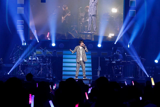 "鈴村健一「鈴村健一 LIVE 2019 ""WARAUTA""」の様子。(撮影:草刈雅之)"