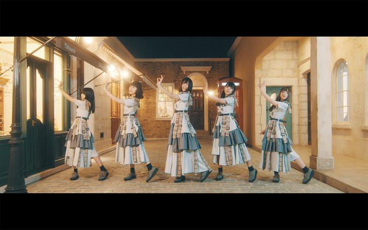 SOL「RAINBOW TRAVELLER」ミュージックビデオのワンシーン。
