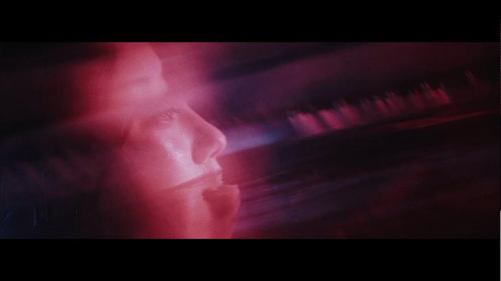 秋山黄色「ドロシー」ミュージックビデオより。