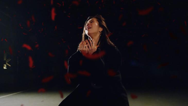 milet「inside you」ミュージックビデオのワンシーン。