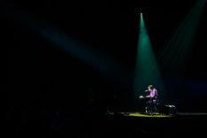 岡崎体育「JINRO presents 岡崎体育ホールワンマンツアー『エキスパート』」NHKホール公演の様子。