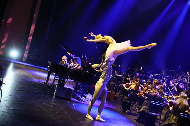 「YOSHIKI CLASSICAL 2018 ~紫に染まった夜~ YOSHIKI with Philharmonic Orchestra」の様子。