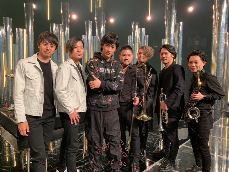 DEAN FUJIOKAとバンドメンバー。