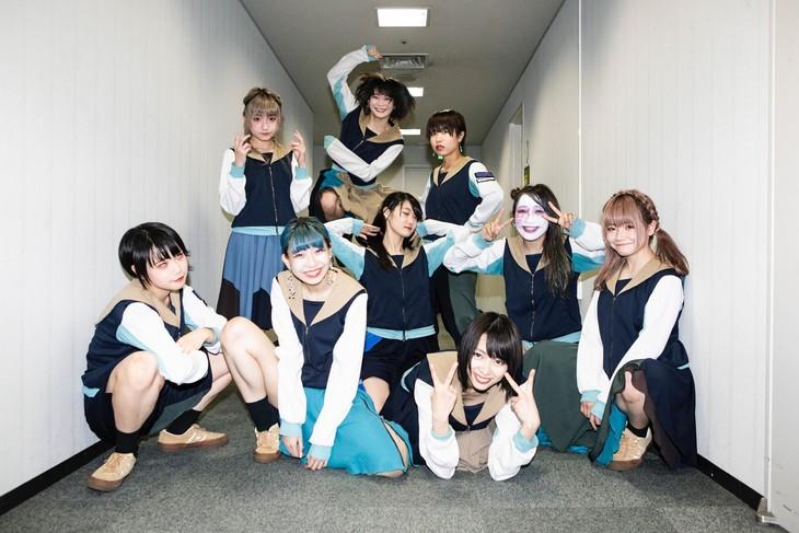 本日2月3日に行われた「Going Going WACK TOUR」大阪・なんばHatch公演後のBiS。(Photo by kenta sotobayashi)