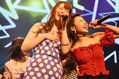 左から松本ルナ、桜子。(撮影:古川朋久)