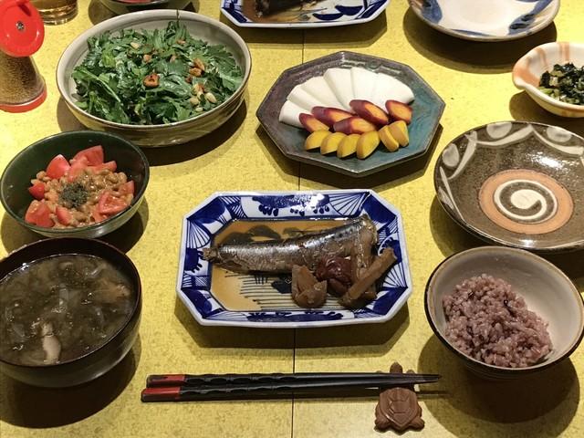 平日の夕食は和食が主。味噌は自分で仕込んでいる。(写真提供:アミタマリ)
