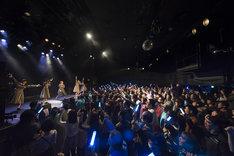 Jewel☆Ciel「1stone-man live~蒼の向こう~」の様子。