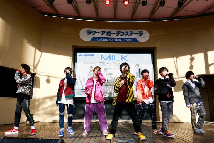 M!LK(撮影:小坂茂雄)