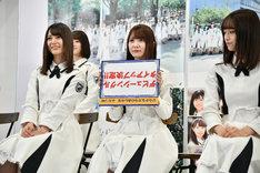 「デビューシングルタイアップ決定!!」のフリップを堂々と逆さまに出した加藤史帆(中央)。
