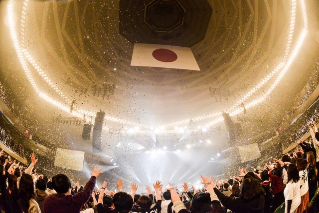 「THE BACK HORN 20th Anniversary『ALL TIME BESTワンマンツアー』~KYO-MEI祭り~」東京・日本武道館公演の様子。(Photo by RUI HASHIMOTO[SOUND SHOOTER])