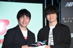 左から株式会社ニューバランス ジャパンの鈴木健氏、三浦大知。