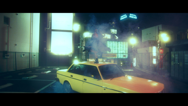 milet「Again and Again」ミュージックビデオのワンシーン。