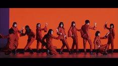 欅坂46「Nobody」ミュージックビデオのワンシーン。