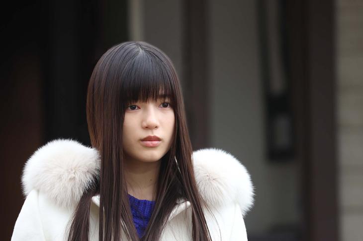 「トレース~科捜研の男~」で女優・橋本梨央を演じる石井杏奈(E-girls)。 (c)フジテレビ
