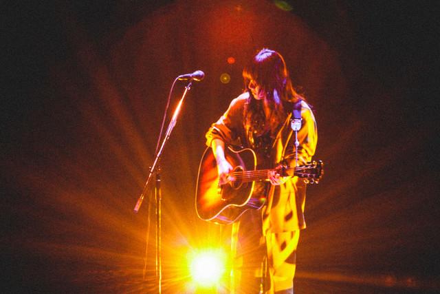 人気画像5位は「あいみょん初の武道館に1万4000人、万感の思いで歌った18曲」より、あいみょん「AIMYON BUDOKAN -1995-」の様子。(撮影:鈴木友莉)