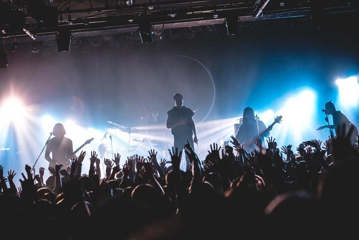 「s p a c e [ s ]TOUR 2018-19」東京・LIQUIDROOM公演の様子。(Photo by kawado)
