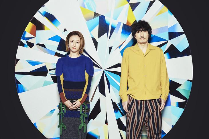 moumoon。右がMASAKI(Composer)。