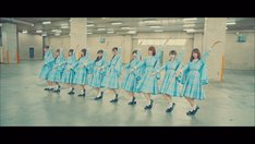 けやき坂46「君に話しておきたいこと」MVのワンシーン。