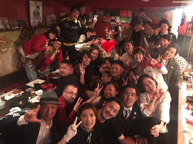 椎名林檎ファンが盛り上がる店内。(写真提供:喜人)