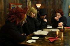 レストランで注文をするSEKAI NO OWARI。 (c)TBS