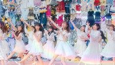 AKB48「ジワるDAYS」ミュージックビデオのワンシーン。