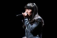 今井美樹「PIECE OF MY WISH」を歌う麻生真彩。