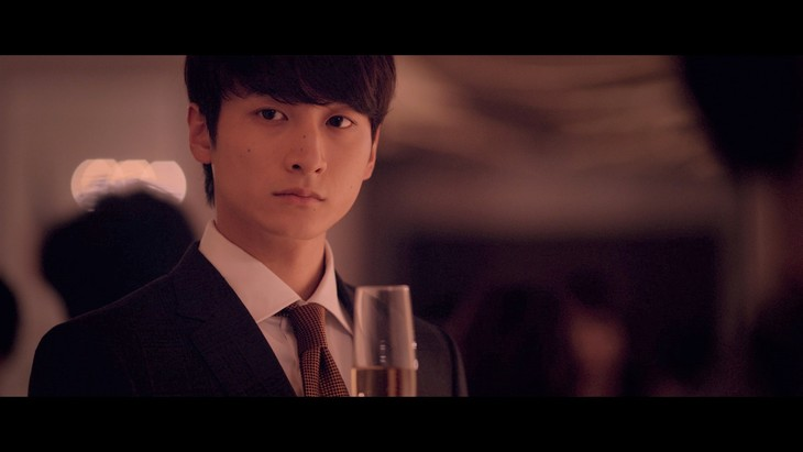 JUJU「READ MY LIPS」ミュージックビデオのワンシーン。
