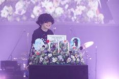 28歳の誕生日当日、3月10日の公演でバースデーサプライズを受けた米津玄師。(撮影:立脇卓)