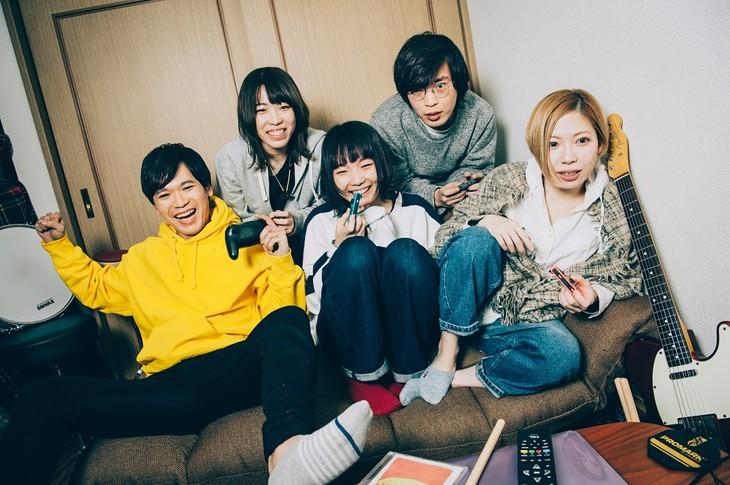 ネクライトーキー。左から2番目が中村郁香(Key)。