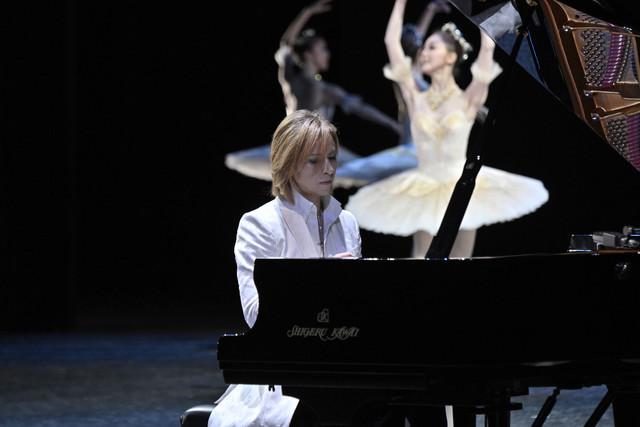 牧阿佐美バレヱ団「プリンシパル・ガラ2019」に出演したYOSHIKI。
