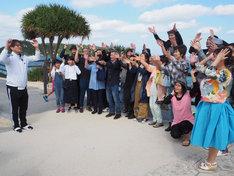 テレ朝チャンネル2「沖縄初上陸の純烈が釣って!歌って!喰いまくる!純烈のOKINAWAガイドブック」より。(写真提供:テレビ朝日)