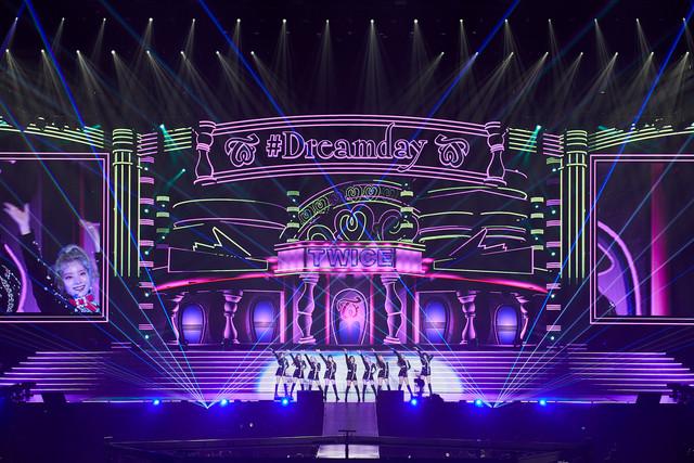 "TWICE「TWICE DOME TOUR 2019 ""#Dreamday""」大阪・京セラドーム大阪公演の様子。(撮影:田中聖太郎)"