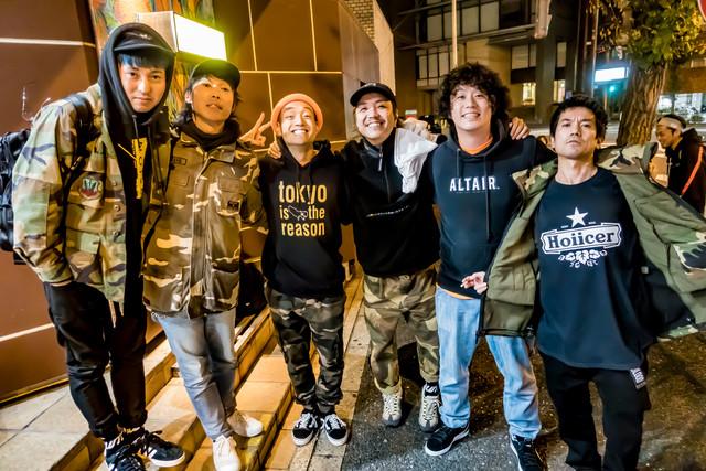 ライブツアー「JMS presents BODY and SOUL TOUR」の打ち上げの様子。(写真提供:TAKASHI KONUMA)