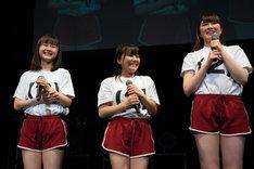 左から新倉愛海、島崎友莉亜、森永新菜。