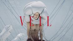 「Veil」のミュージックビデオのワンシーン。