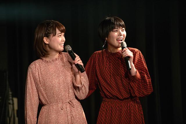 リーダーNao☆に翻弄されるKaede(左)とMegu(右)。