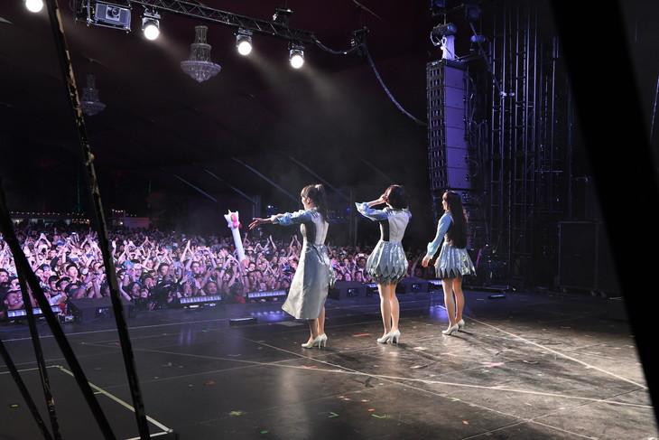 4月14日のGobi Stageで行われたPerfumeのライブの様子。(写真提供:ユニバーサルミュージック)