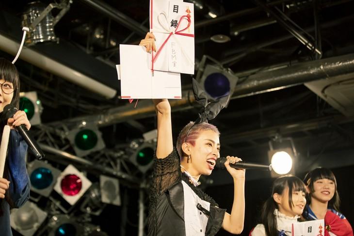 東京・タワーレコード渋谷店B1F CUTUP STUDIOでのミニライブ&表彰式の様子。(撮影:外林健太)