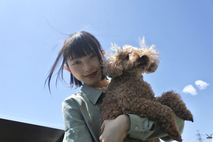 辻野かなみ(ときめき▽宣伝部)× 愛犬のくま