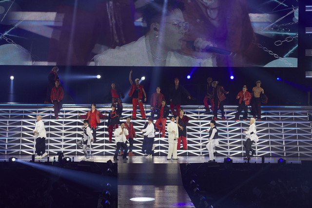 GENERATIONS from EXILE TRIBEとTHE RAMPAGE from EXILE TRIBE。(写真提供:エイベックス・エンタテインメント)