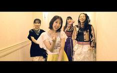 ももいろクローバーZ「The Diamond Four」ミュージックビデオのワンシーン。