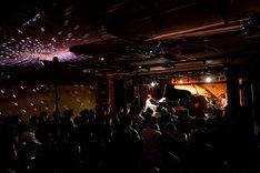 「よいレコード會社Presents 星野みちるライブ ~『逆光』リリースパーティー~」の様子。(撮影:ナカニシキュウ)