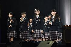 左から有友緒心、藤平華乃、吉田爽葉香、森萌々穂。